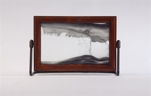 Obrazek W-021: Obrazek piaskowy oprawiony w ramę drewnianą (15x21 cm)